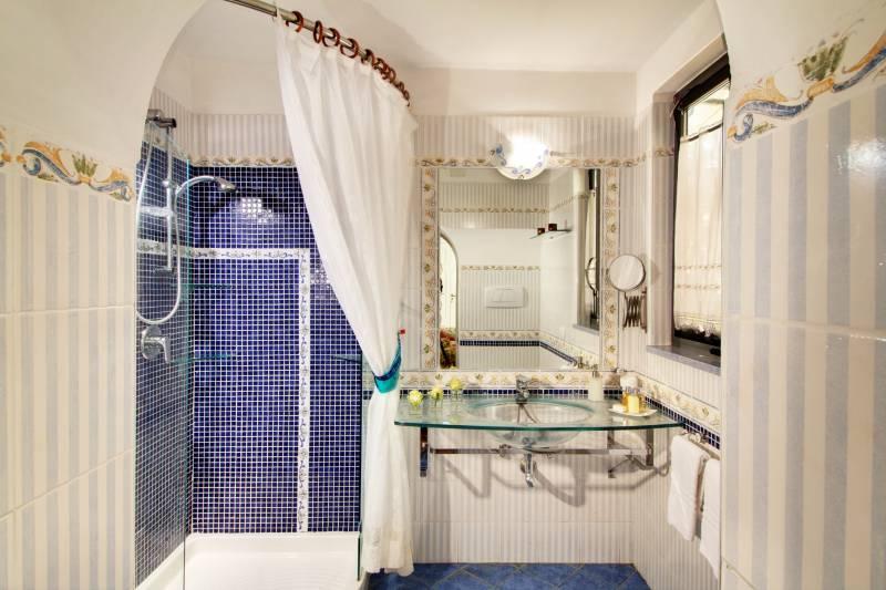 Amalfi bathroom