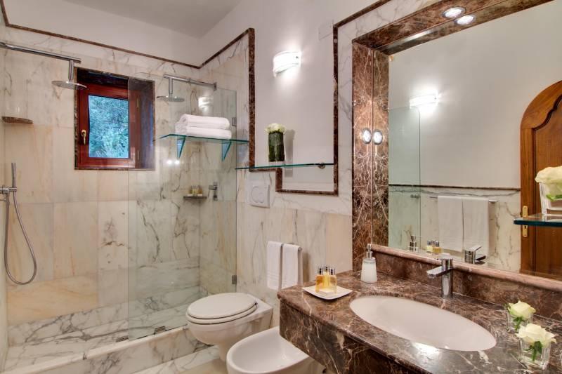 Li Galli bathroom