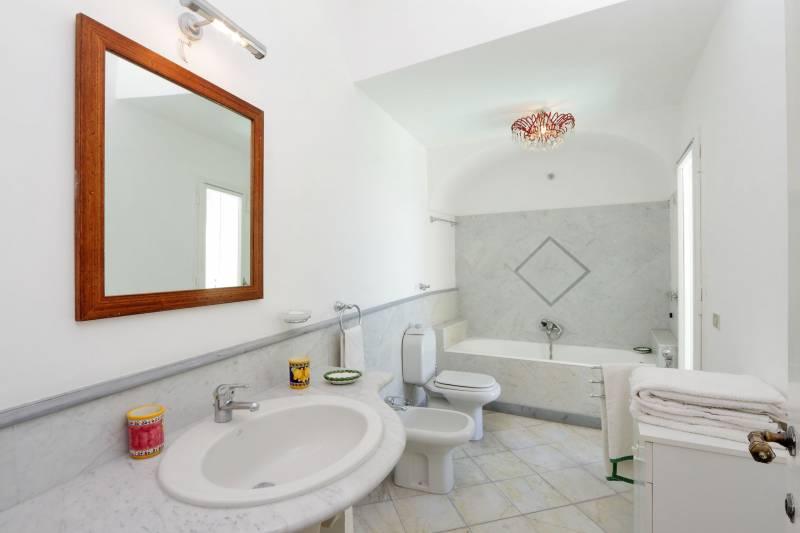 Villa L'Oleandro - Capri bathroom