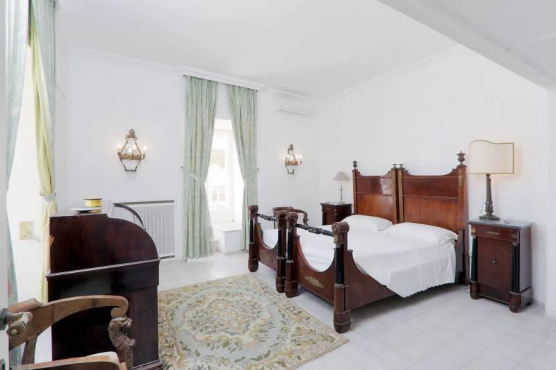 Villa L'Oleandro - Capri spacious bedrooms