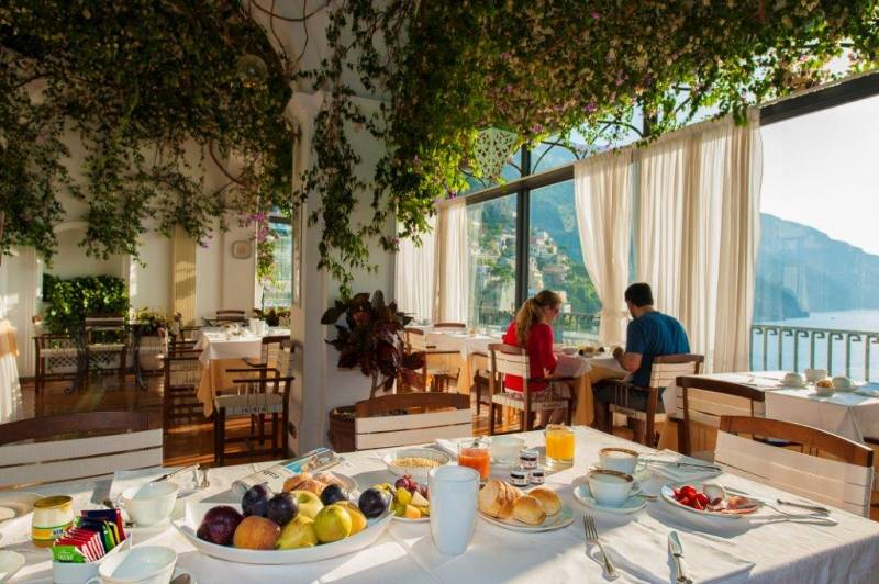 Hotel Miramare Positano - Breakfast room with panoramic views