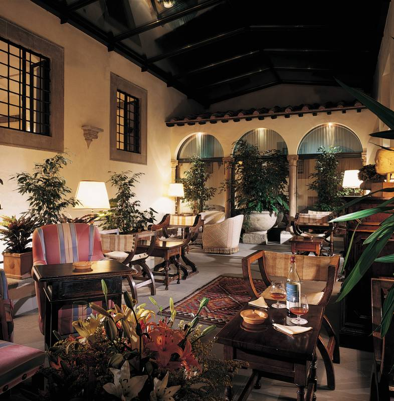 The small Cloister with the indoor Bar