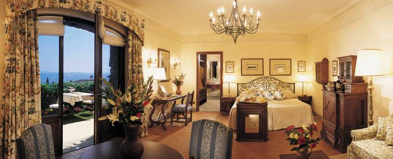 Junior Suite with private Terrace and panoramic View of Florence