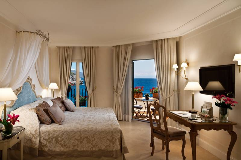 Superior Junior Suite with Sea view and balcony