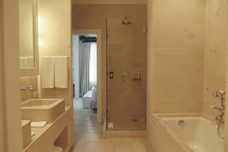 La Corte Magnifica Bathroom