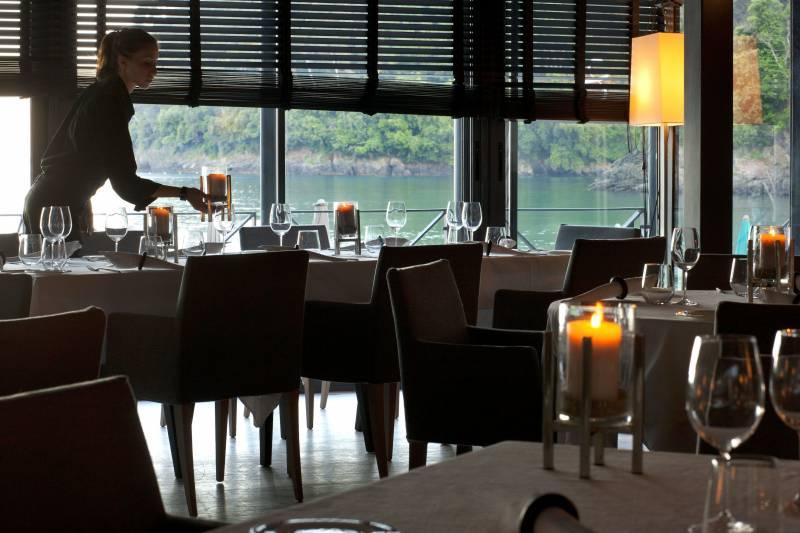 Restaurant - waters edge dining