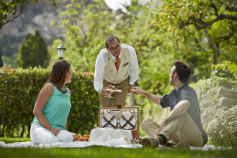 Picnic Chic in the gardens of the Timeo