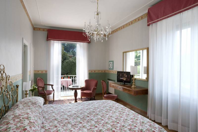 Double room with balcony & garden view