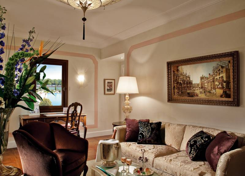A newly refurbished Junior Suite with views on the Casanova gardens and the Olympic-size pool