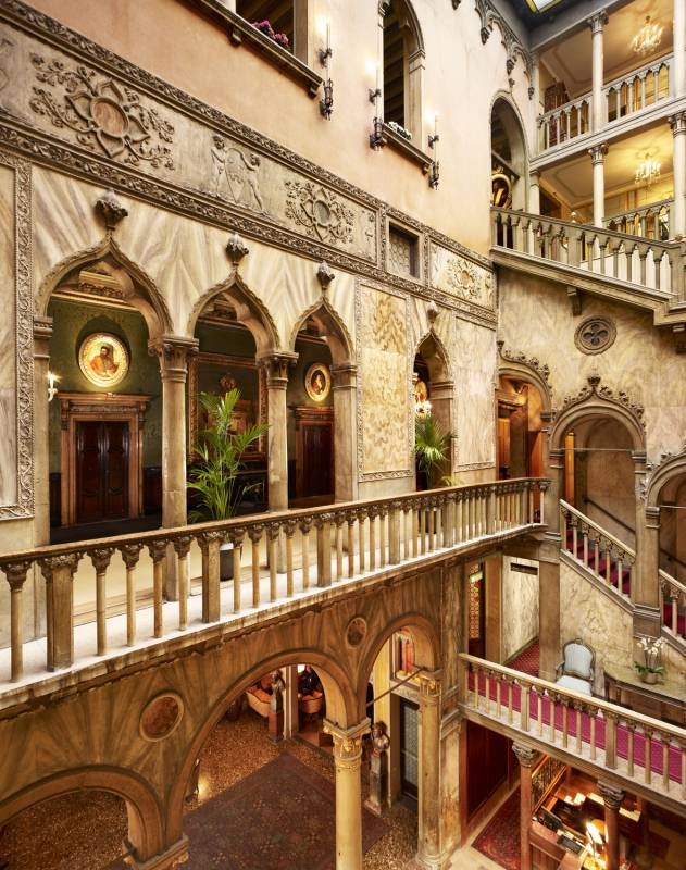 lux72ed-115701-Palazzo Dandolo - First Floor Hall and Atrium
