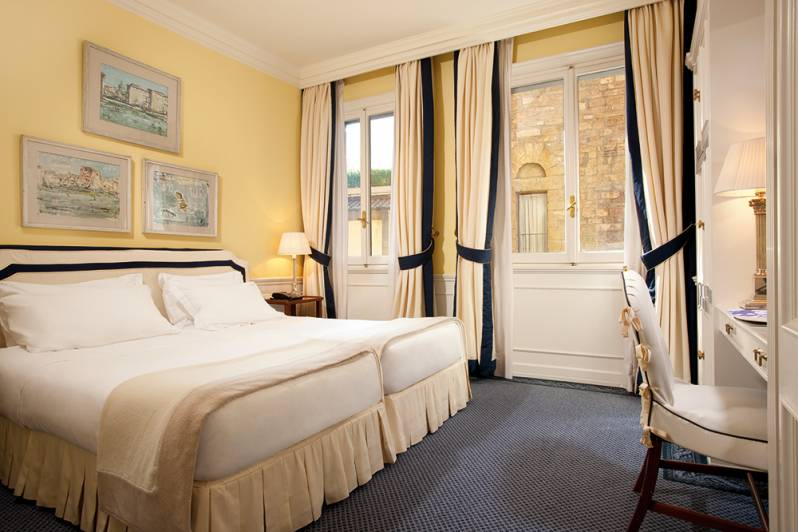 Guest room Hotel Lungarno Florence