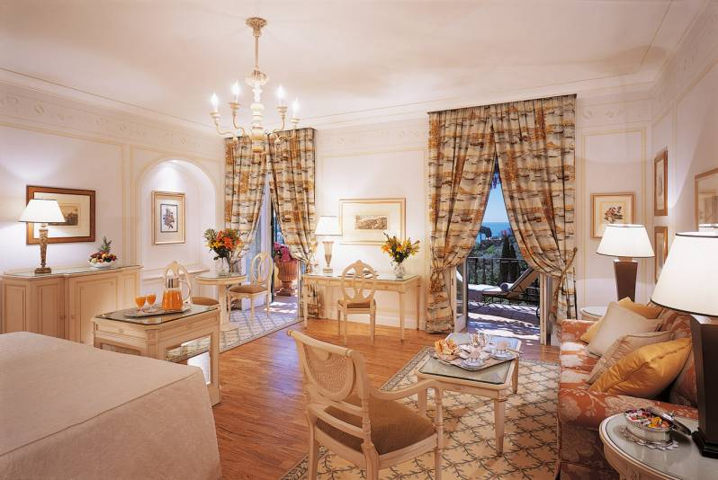 An Executive Junior Suite with Private terrace and sea view at Hotel Splendido