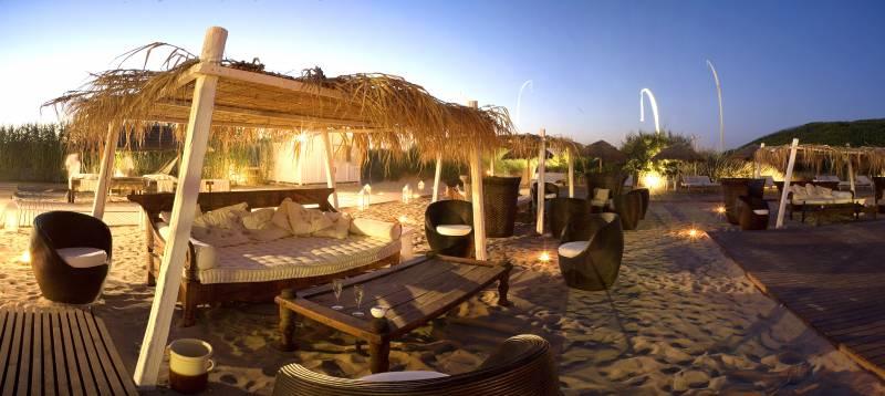 Private Beach Club Lounge