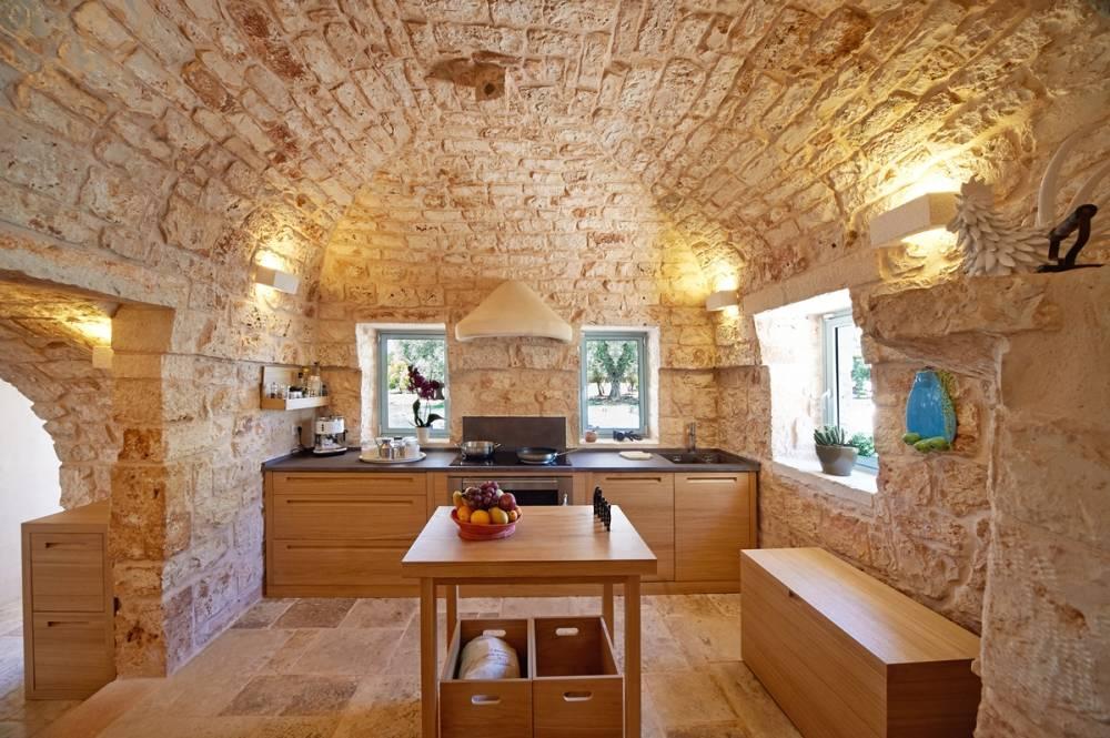Kitchen-of-a-luxury-villa-in-the-heart-of-Puglia