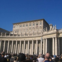 popes-speaking-at-the-vatican-in-st-peters-square