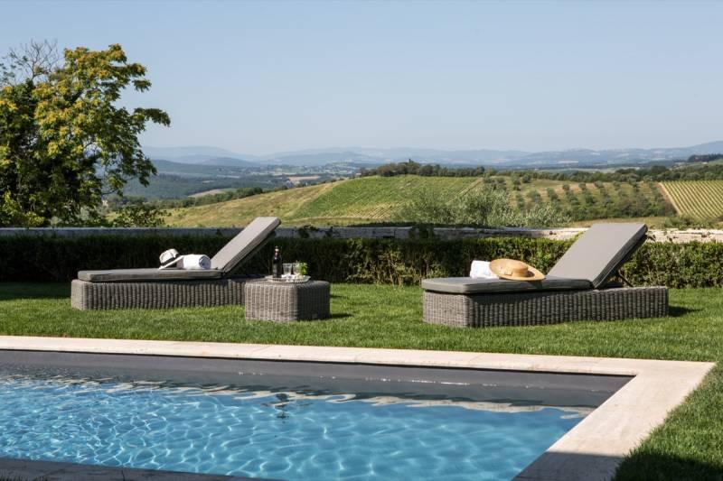 Swimming-pool-overlooking-Chianti