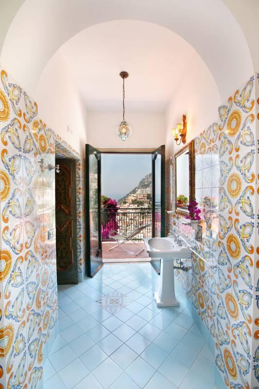 Bathrooms with ceramic tiles
