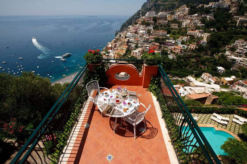 Breakfast with a view over Positano