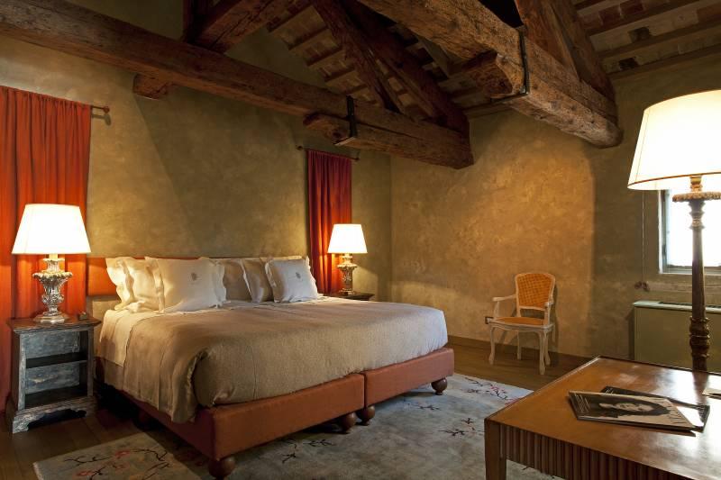 Agata bedroom