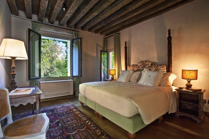 Corallo bedroom