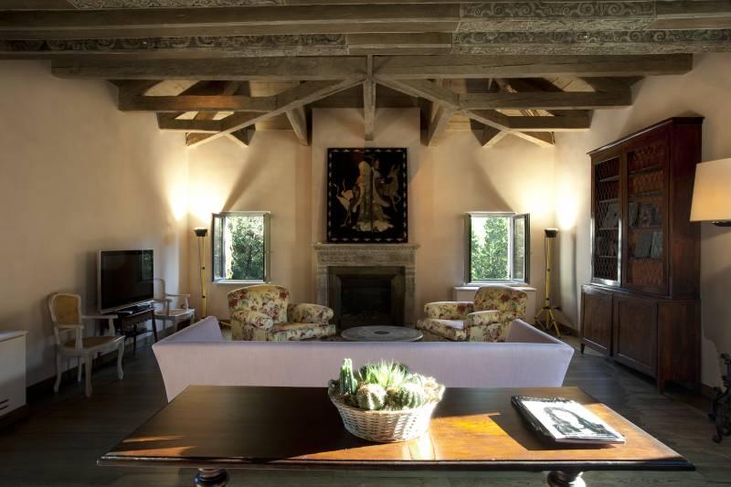 Corallo living room