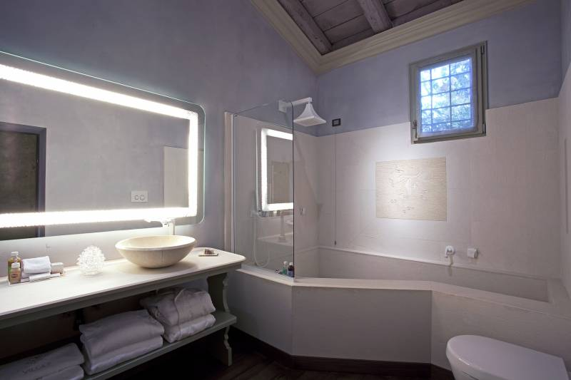 Giada Bathroom