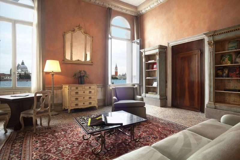 Perla Living Room