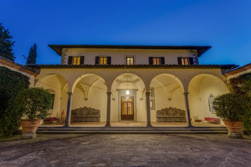 1.The-Loggia