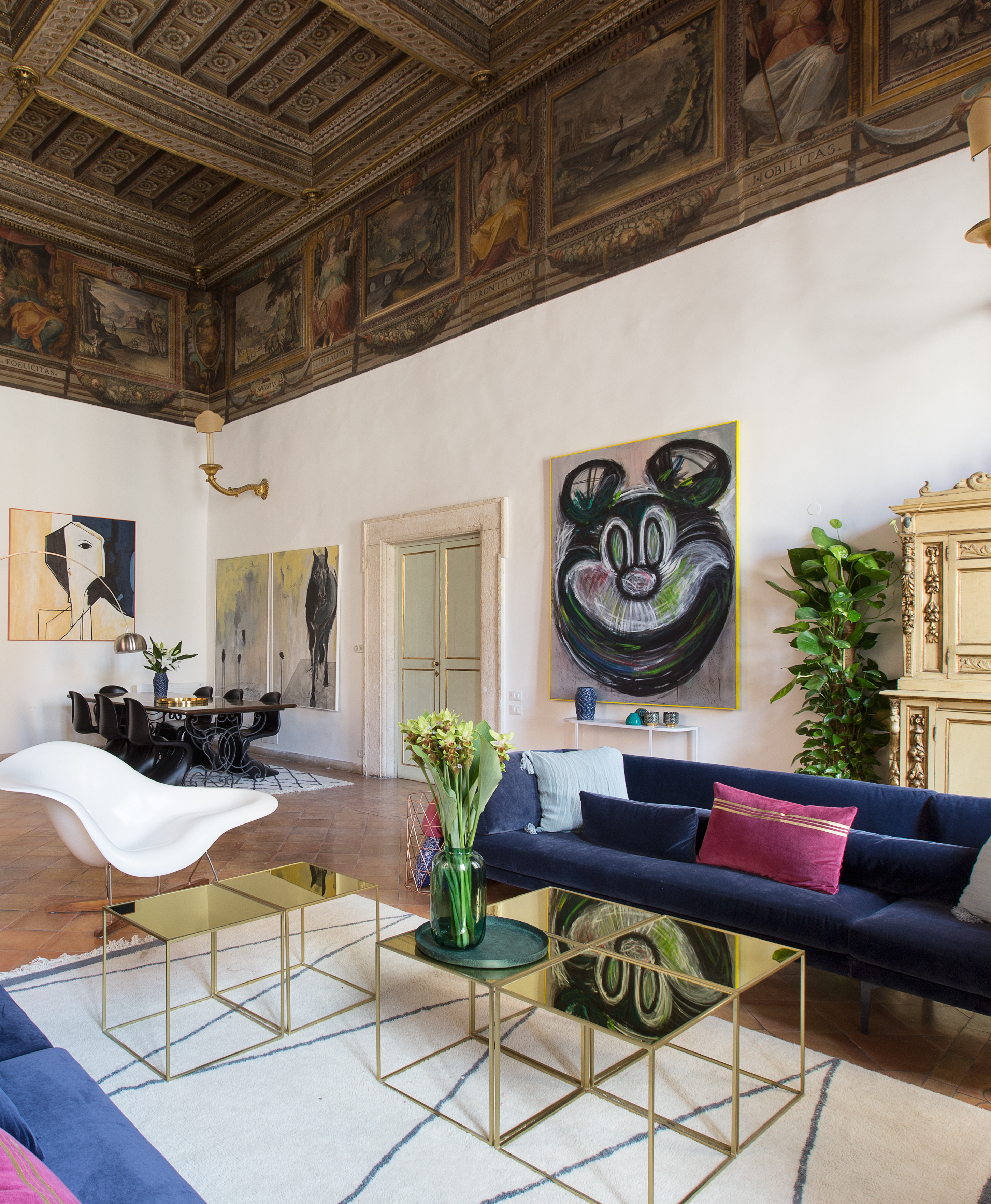 Luxury Apartment In A Historical 16th Century Palace In Rome